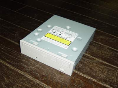 買ってきたCD/DVD-R/RWドライブ