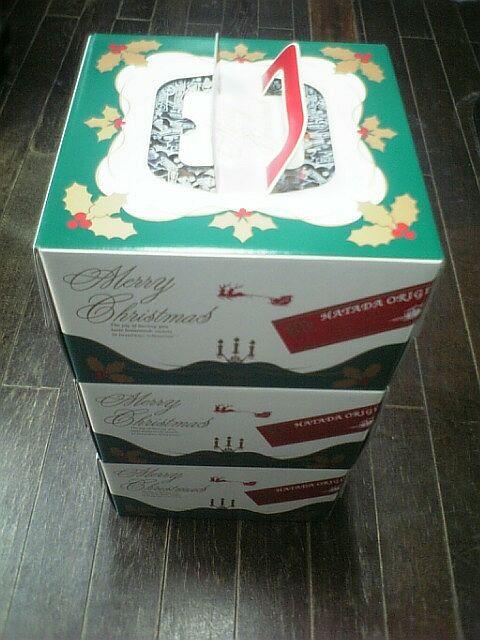 クリスマスイブに届いたクリスマスケーキ3個