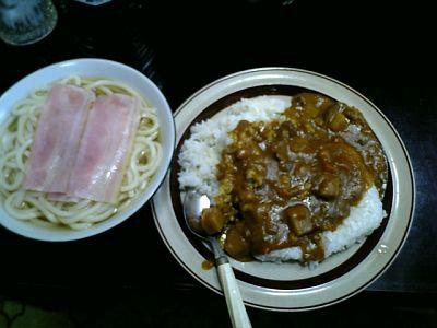 Tomoのご飯:カレーライスとうどん(ベーコン乗せ)